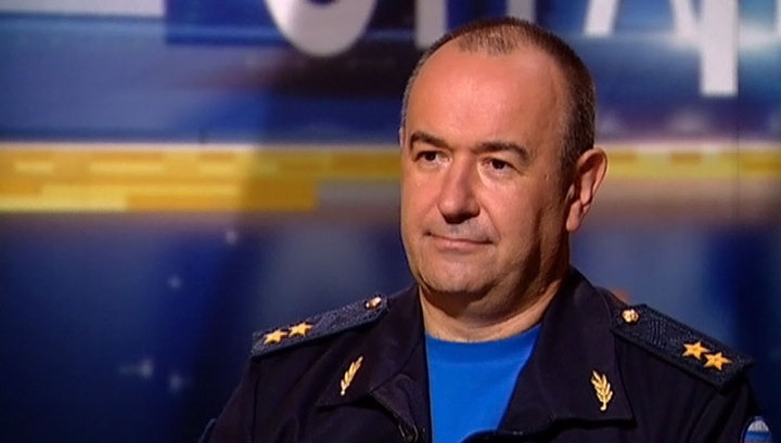 Командующий военно-транспортной авиацией генерал-лейтенант Владимир Бенедиктов