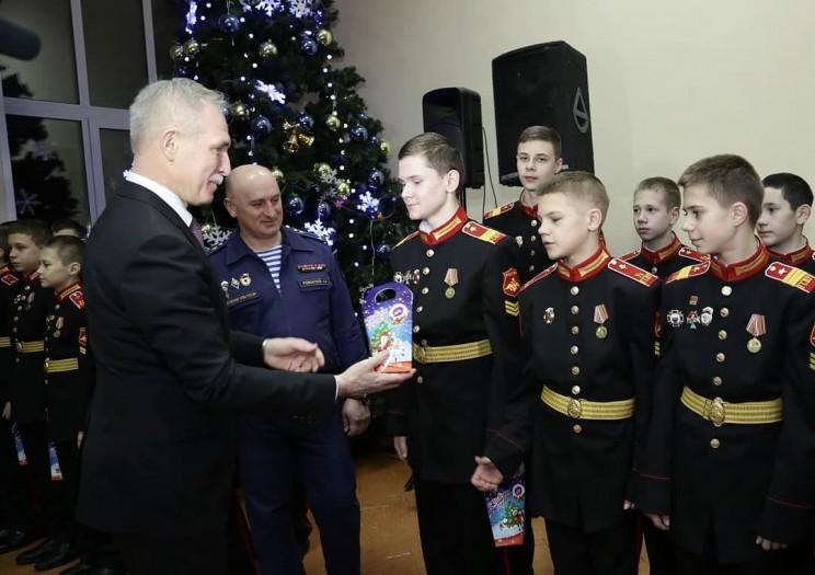 Морозов поздравил с наступающим Новым годом отличников учёбы Ульяновского гвардейского суворовского военного училища