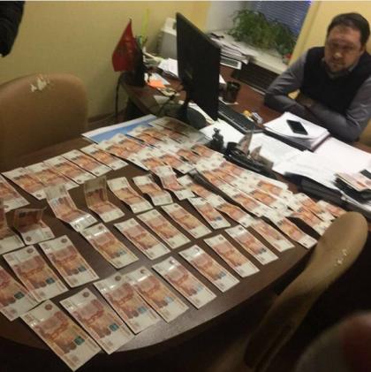 Начальник управления администрации Ульяновска по развитию предпринимательства Павел Антонов задержан правоохранительными органами в своем кабинете.