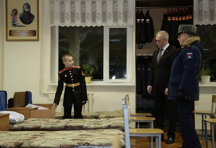 Во время визита в Ульяновское гвардейское суворовское военное училище поздравил с прошедшим днём рождения курсанта Сашу, это мой старший внук - 2