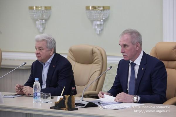 Председатель Центросоюза РФ Дмитрий Зубов (слева) и губернатор Ульяновской области Сергей Морозов (справа).