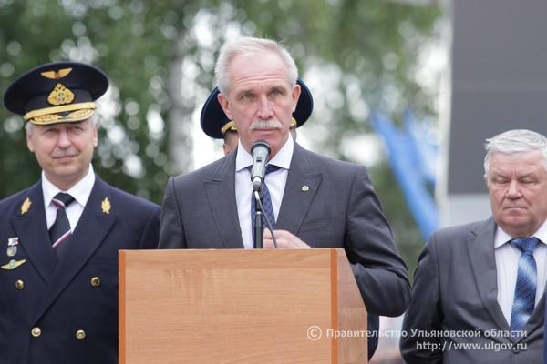 Сергей Морозов вручил дипломы выпускникам Ульяновского института гражданской авиации, июлб 2016 года