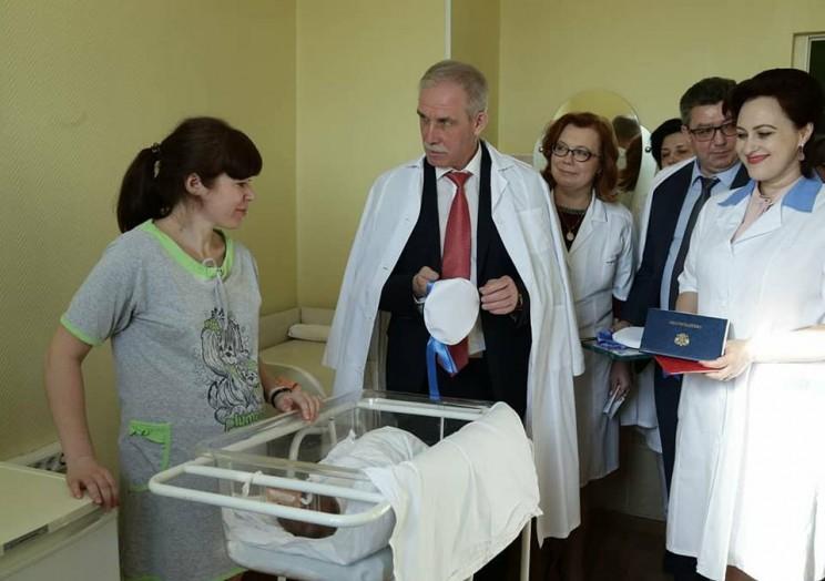 23 февраля губернатор Ульяновской области поздравил женщин, ставших мамами