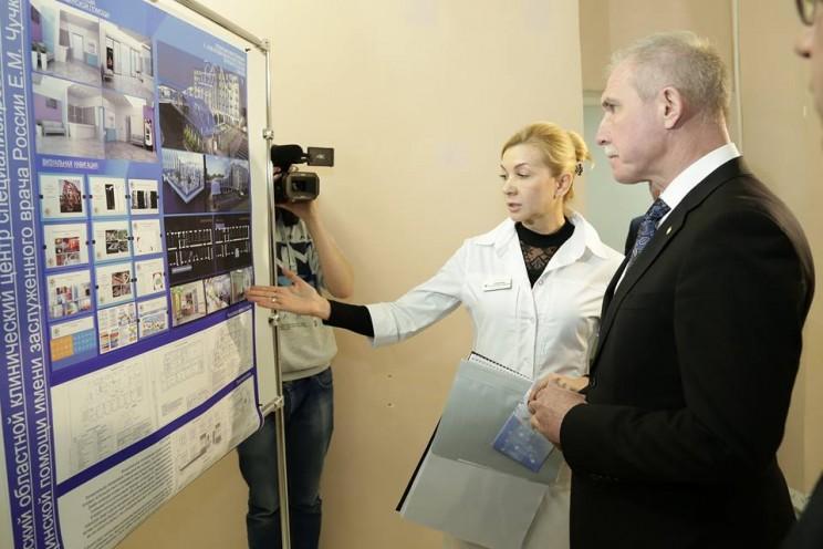 Губернатор Ульяновской области Сергей Морозов и главный врач центра специализированных видов медицинской помощи Светлана Суворова
