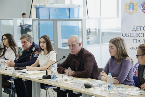 Губернатор Ульяновской области Сергей Морозов на встрече с Детской палатой