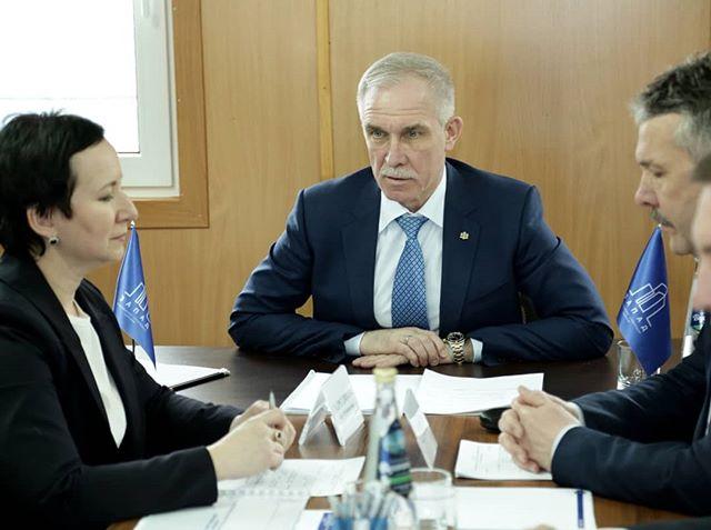 Губернатор Ульяновской области считает, что необходимо оказать помощь тем жителям региона, которые не могут улучшить жилищные условия из-за материального положения 2