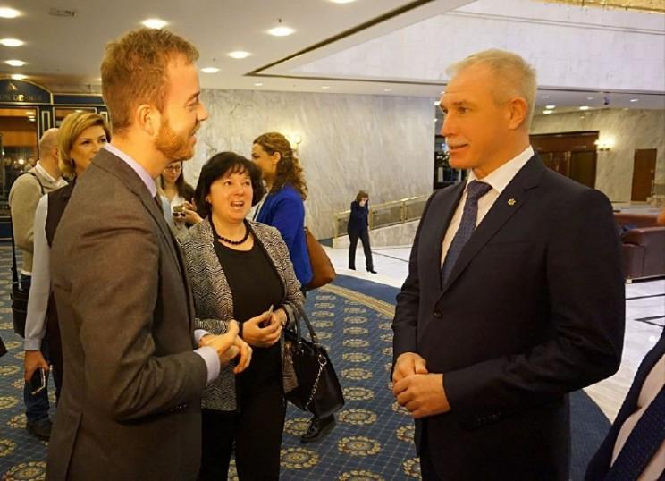 Министр окружающей среды и продовольствия Дании Эсбен Лунде (слева) и губернатор Ульяновской области Сергей Морозов (справа).
