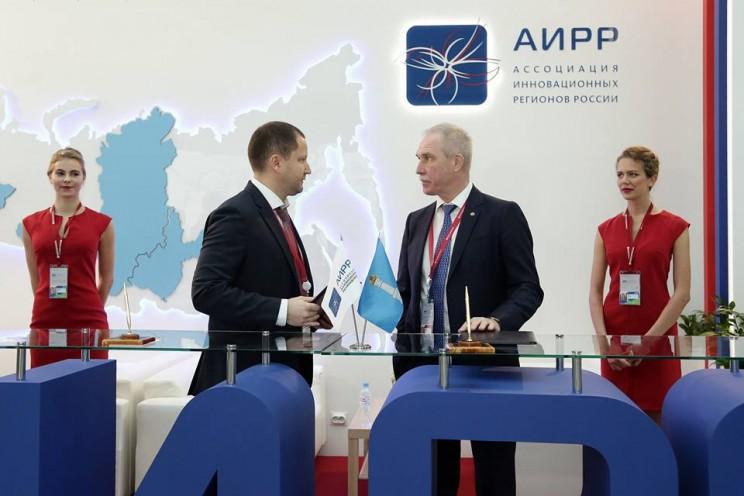 На Российском инвестиционном форуме в Сочи губернатор Ульяновской области подписал соглашение с компанией Philips - 3