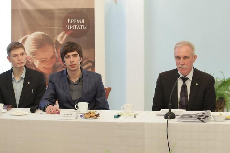 Губернатор Ульяновской области рассказал, как в неформальной обстановке встретился с молодыми писателями, народными авторами и поэтами - 4