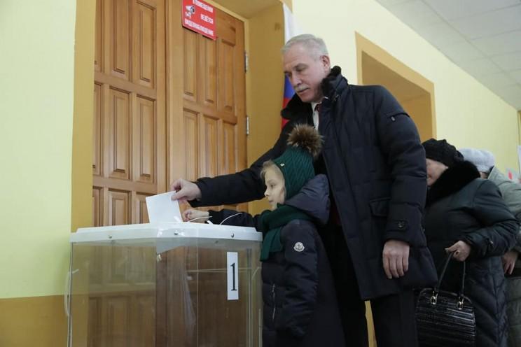 Сергей Морозов с семьей на выборах президента России, 18 марта 2018 года - 2