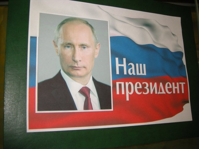 В ульяновском Дворце книги открылась выставка, посвященная Владимиру Путину