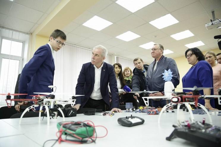 Губернатор Морозов посетил детско-юношеский центр профориентации Института авиационных технологий и управления УлГТУ, 28 апреля 2018 - 1