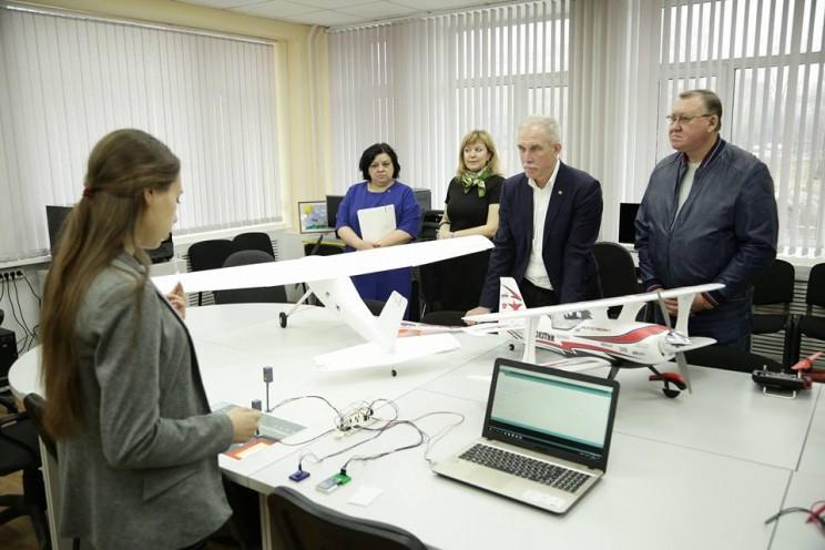 Губернатор Морозов посетил детско-юношеский центр профориентации Института авиационных технологий и управления УлГТУ, 28 апреля 2018 - 2