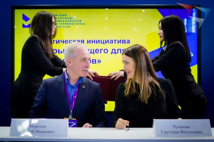 Губернатор Ульяновской области Сергей Морозов и генеральный директор Агентства стратегических инициатив (АСИ) Светлана Чупшева
