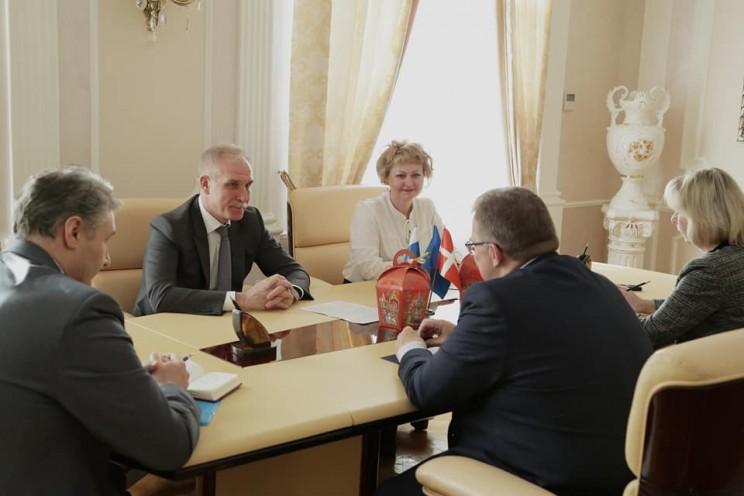 Губернатор Ульяновской области Сергей Морозов встретился с чрезвычайным и Полномочным Послом Дании в Российской Федерации Томасом Винклером, 11 апреля