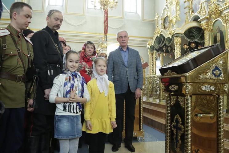 Поздравляя православных с Вербным воскресением, губернатор попросил беречь жизнь и ценить ее