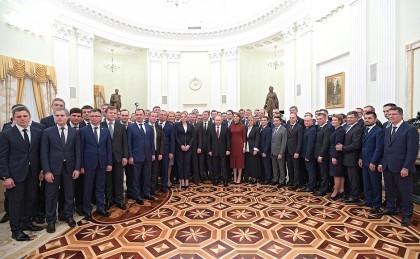 Президент России Владимир Путин встретился выпускниками программы кадрового управленческого резерва, 25 апреля 2018 - 1