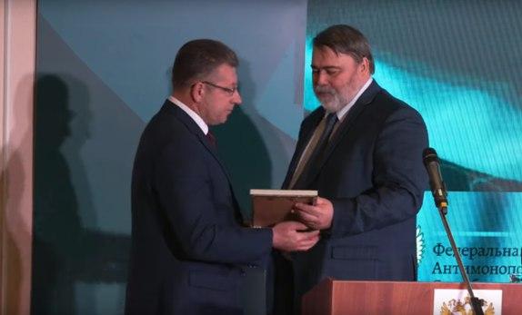 Руководитель управления ФАС по Ульяновской области Геннадия Спирчагов (слева) и руководитель ФАС России Игорь Артемьев (справа)