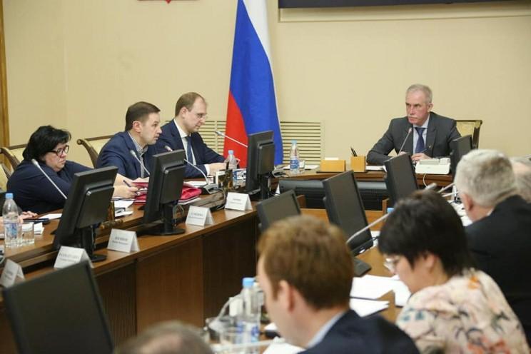 Сергей Морозов проводит заседание по ситуации с паводком, 12 апреля 2018 года