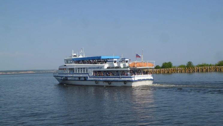 Теплоход Волга