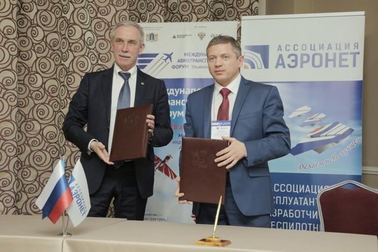 генеральный директор ассоциации «Аэронет» Глеб Бабинцев и губернатор Ульяновской области Сергей Морозов - 2