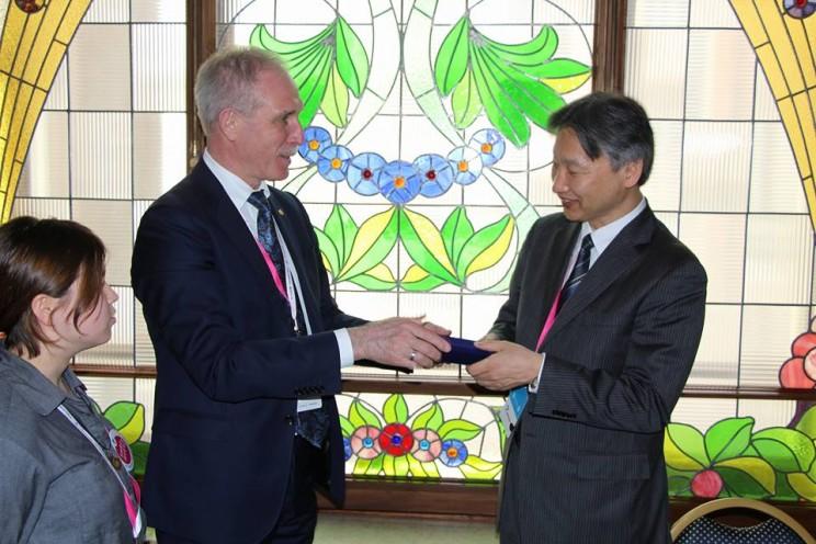 губернатор Сергей Морозов на встрече с главой представительства японской организации по развитию внешней торговли JETRO в Москве Кунихиро Номура, 27 апреля 2018 - 3