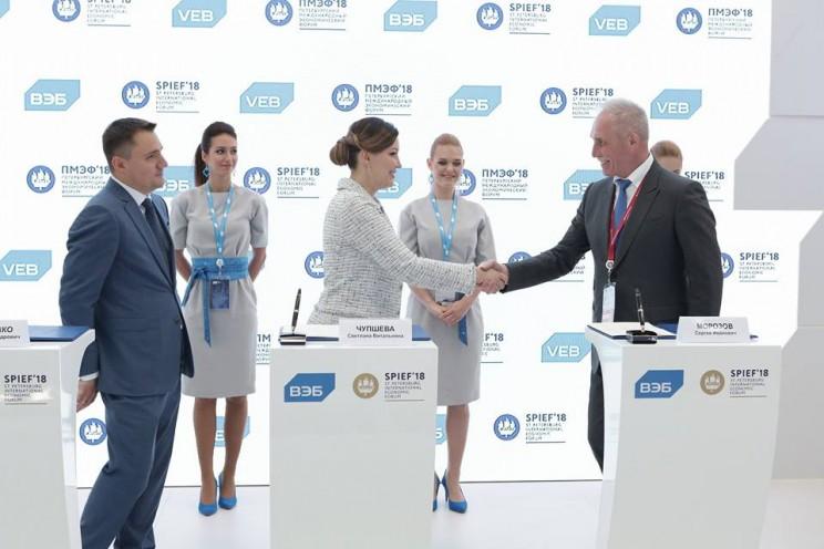 Слева направо: член правления ВЭБ Алексей Иванченко, генеральный директор АСИ Светлана Чупшева и губернатор Ульяновской области Сергей Морозов