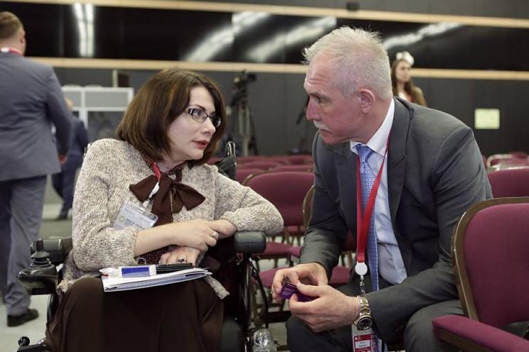 Губернатор Ульяновской области провел встречу с председателем организации молодых инвалидов «Ареопаг» Анной Хрястуновой во время Петербургского международного экономического форума, 23 мая 2018 года