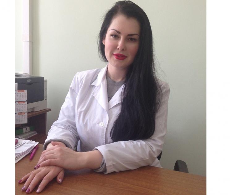 Заведующая отделением косметологии областного клинического кожно-венерологического диспансера, врач-дерматовенеролог высшей категории Асият Магомедова