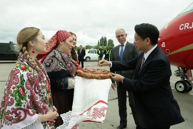 Чрезвычайный и полномочный посол  Японии в России Тоехиса Кодзуки находится с рабочим визитом в Ульяновске, 1 июня 2018 года - 1