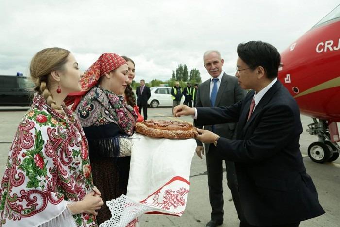 Чрезвычайный и полномочный посол Японии в России Тоехиса Кодзуки находится с рабочим визитом в Ульяновске