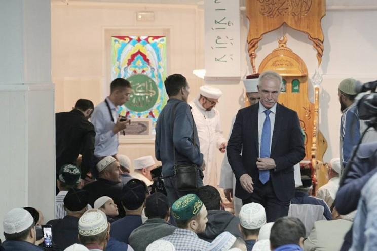 Губернатор Ульяновской области поздравил мусульман с праздником Ураза-Байрам, 15 июня 2018 года - 1