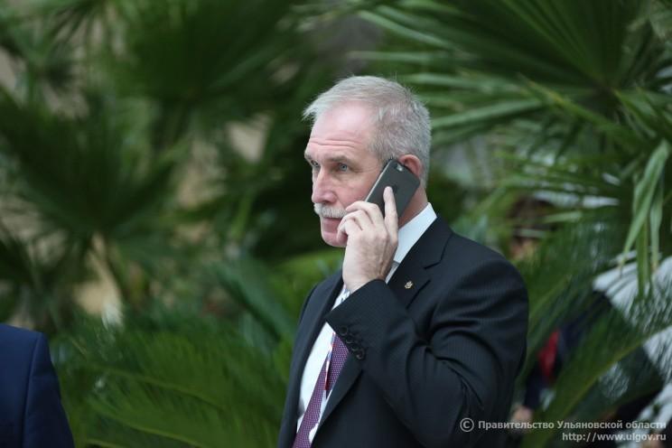 Сергей Морозов с телефоном