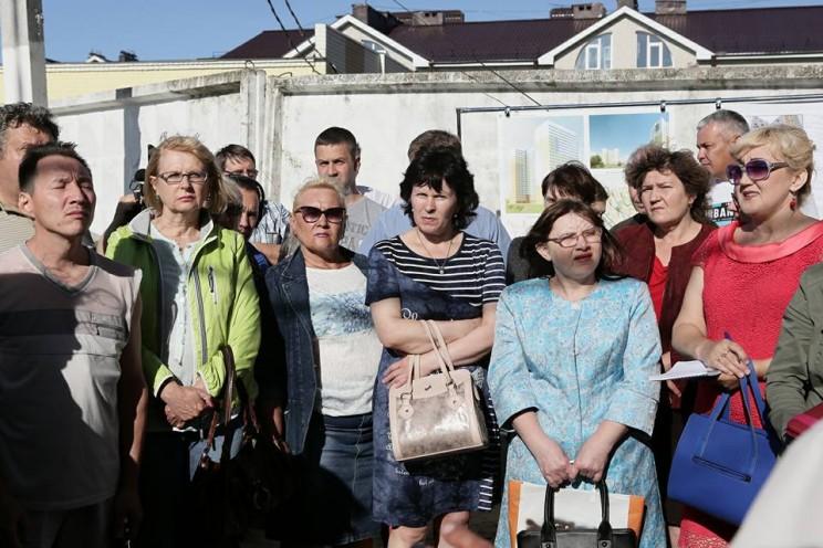 Сергей Морозов встретился с дольщиками жилого комплекса «Молодежный», 20 июня 2018 - 2 — копия