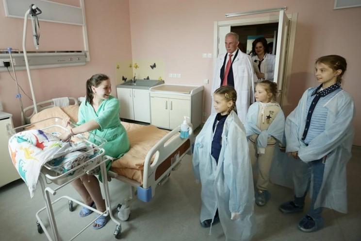 В День России в Ульяновской области на свет появились 13 мальчиков и 8 девочек - 3