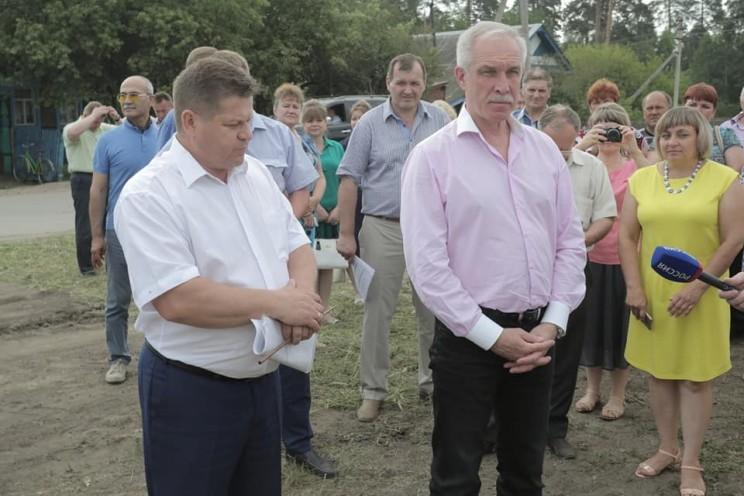 Глава администрации Кузоватовского района Александр Вильчик и губернатор Ульяновской области Сергей Морозов