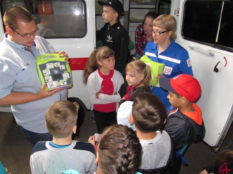 Юные ульяновцы посетили станцию «скорой помощи» накануне Дня медицинского работника