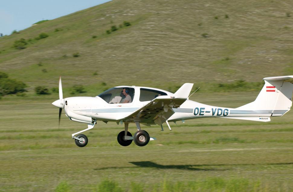 Учебный самолет совершил вынужденную посадку в Ульяновской области