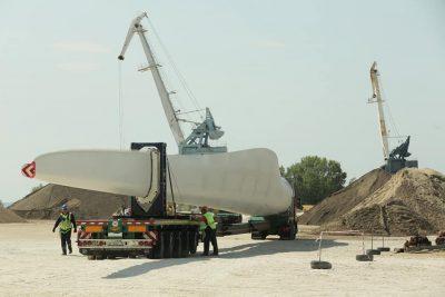 В Ульяновске приступили к разгрузке лопастей для второго ветропарка