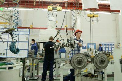 Моторный завод работает 6 дней в неделю, хладокомбинат хочет войти в десятку крупнейших