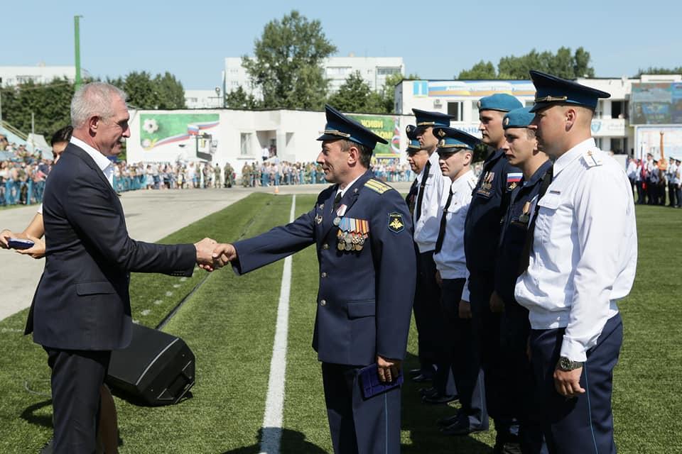 Сергей Морозов поздравил воинов-десантников и ветеранов Воздушно-десантных войск