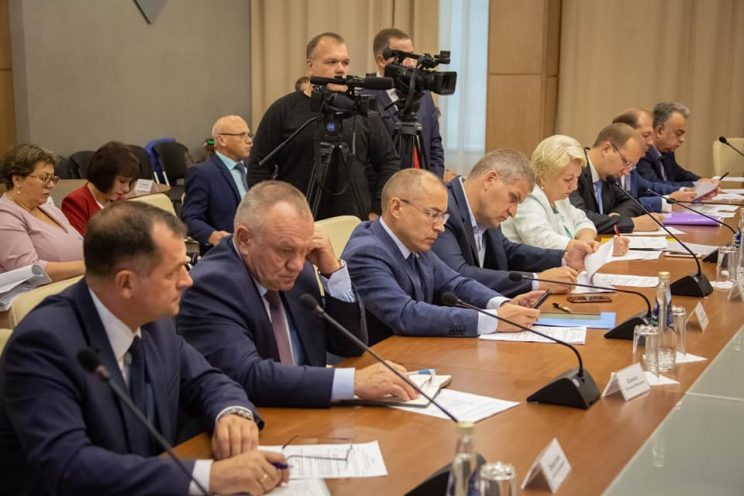 Сергей Морозов поблагодарил Вадима Харлова и Марину Беспалову