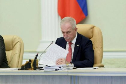Сергей Морозов призвал чиновников снизить себе и своим заместителям зарплаты