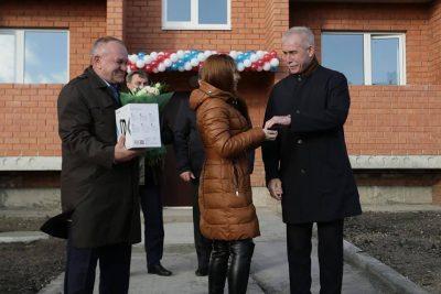 Сергей Морозов: «15 сенгилеевцев получили долгожданные ключи от замечательных квартир»