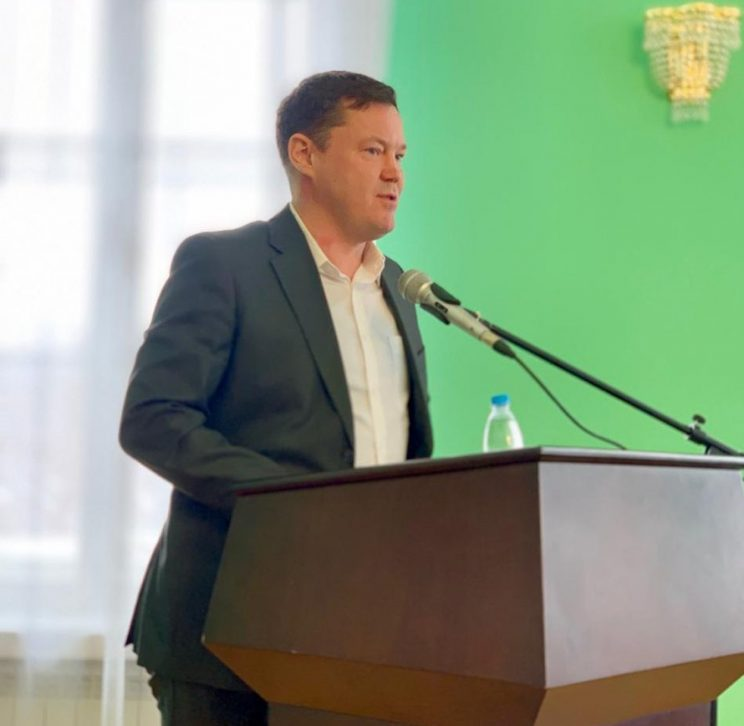 «Город нуждается в изменениях, а не в набившей оскомину игре в политический пинг-понг»